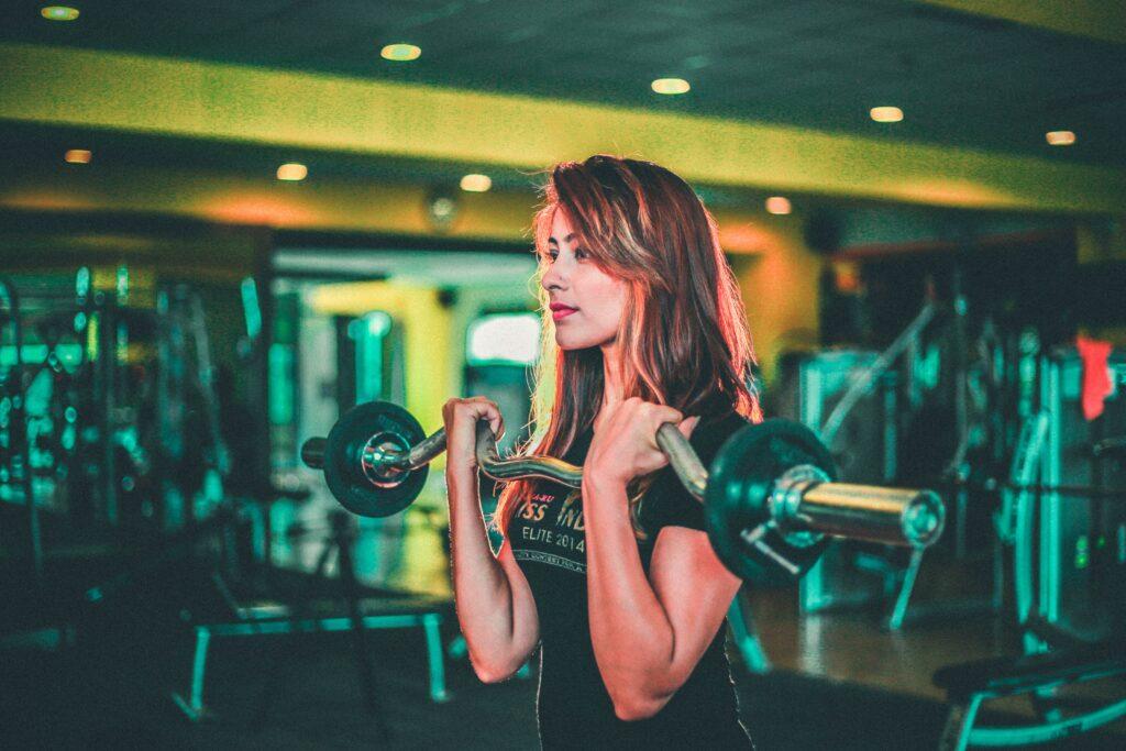 Biceps trainen met gewichten